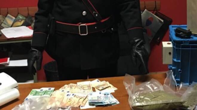 droga sequestrata dai carabinieri a casa giovane lurago marinone