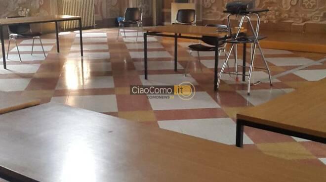 interno aula esame maturità 2020 collegio gallio sedie e banchi pronti