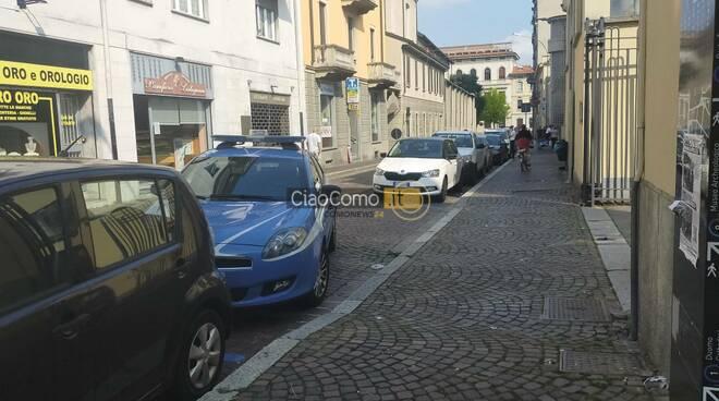 La devastazione dei vandali al mercato coperto di Como