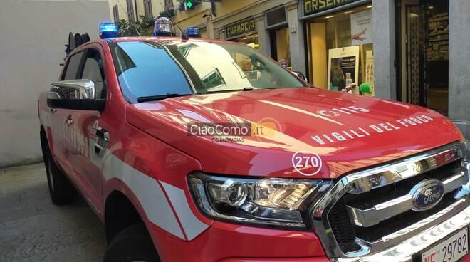 operaio ferito incidente lavoro scantinato como via natta pompèieri e polizia