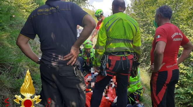 pompieri e soccorso alpino in aiuto ragazza caduta burrone a griante
