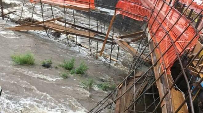 pompieri intervento dongo crollo ponteggio fiume