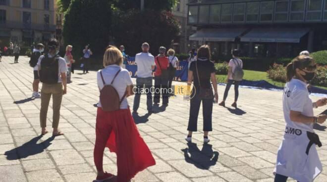 protesta atleti e simpatizzanti comonuoto in piazza cavour per la sede