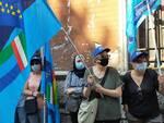 protesta dei sindacati esterno prefettura di como per servizio mense e pulizie scuole