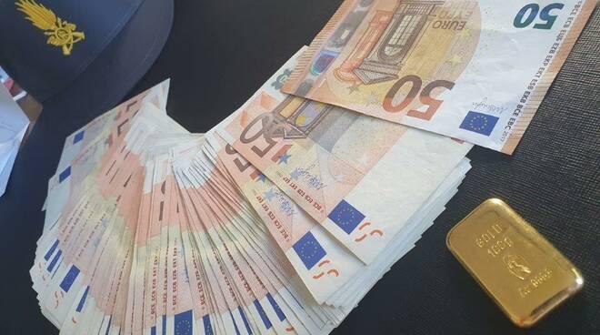 sequestro dogana bizzarone finanza documenti e soldi ricercato da erario