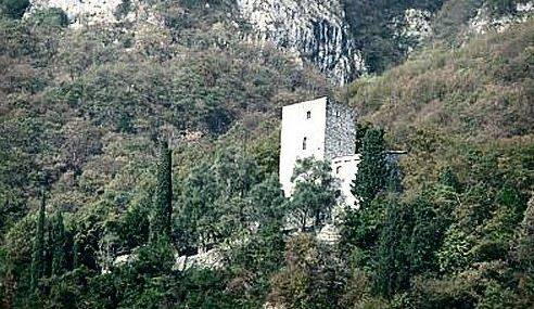 torre del barbarossa ossuccio