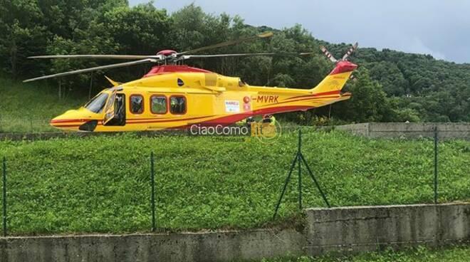 zelbio soccorso dell'elicottero per ragazza caduta nel burrone