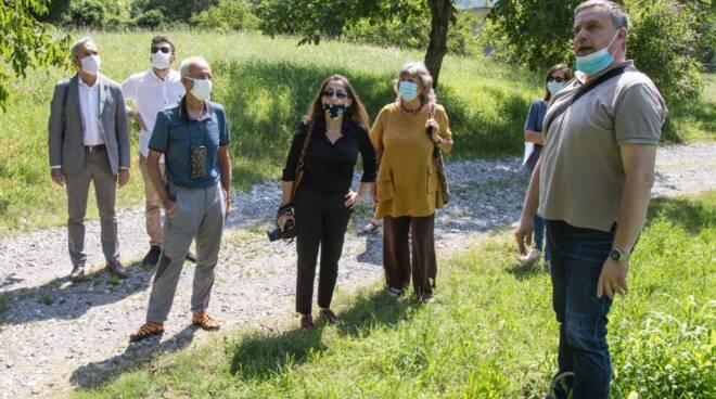 commissione antimafia visita terreno caslino d'erba per realizzare orti sociali