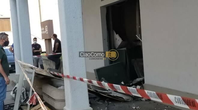 devastazione banca c redito valtellinese olgiate bancomat distrutto carabinieri