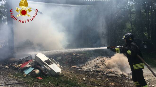 incendio fienile villaguardia intervento pompieri como