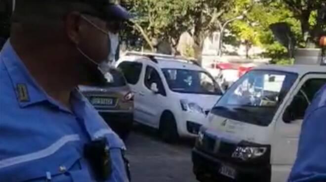 polizia locale como sgombero san francesco accuse dei ragazzi di violenza