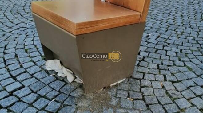 sedia piazza volta como con rifiuti degrado centro