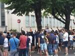 tifosi del como protesta comune contro amministrazione striscioni