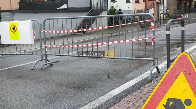 domaso statale regina chiusa auto polizia locale e transenne