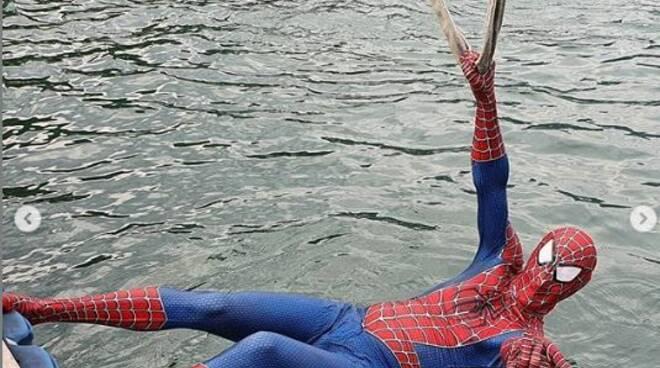 foto notizia domaso uomo ragno