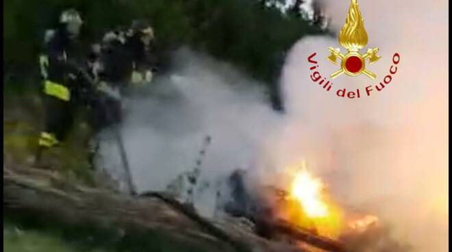 incendio auto alta valle intelvi intervento pompieri