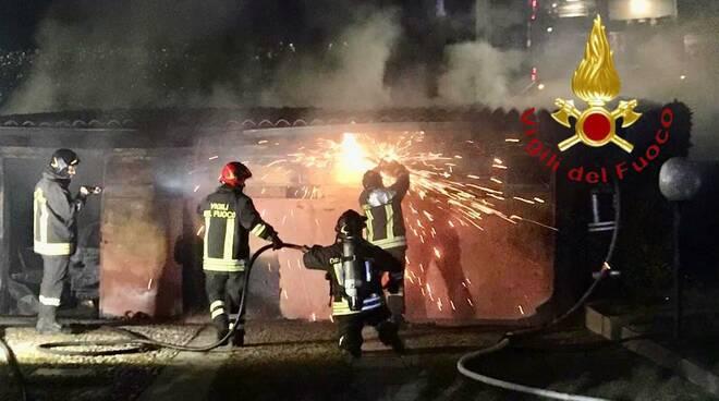 incendio box vighizzolo di cantù intervento pompieri
