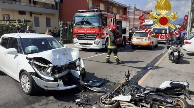 incidente fino mornasco scontro auto moto soccorso pompieri