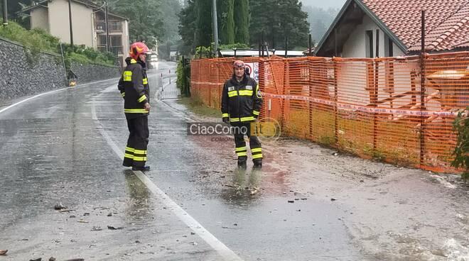 maltempo alto lago frane e allagamenti immagini pompieri