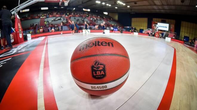 pallacanestro cantù in campo generica pallona da basket campo basket