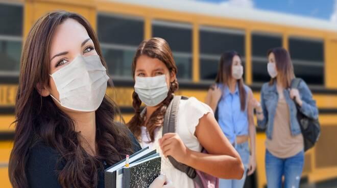 ragazzi e mezzi pubblici ripresa delle scuole