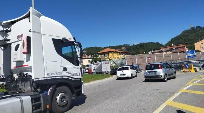 caos traffico camerlata per lavori comocalor disagi