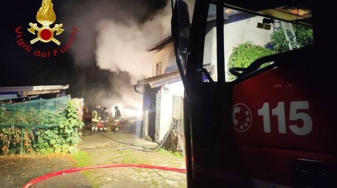 incendio notte cascinale distrutto fiamme a castiglione intelvi alta valle intelvi