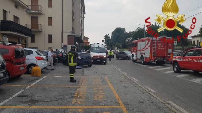 incidente auto a mirabello cantù viale lombardia rilievi soccorsi