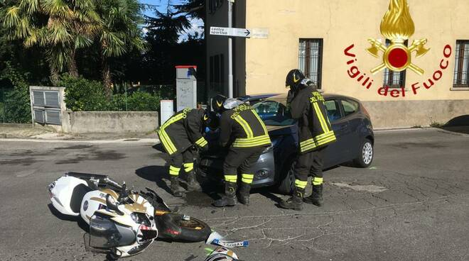 incidente faloppio, moto urtata da auto