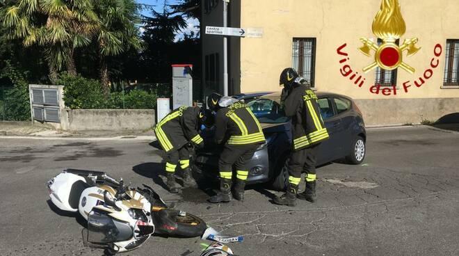 incidente faloppio, moto urtata da auto
