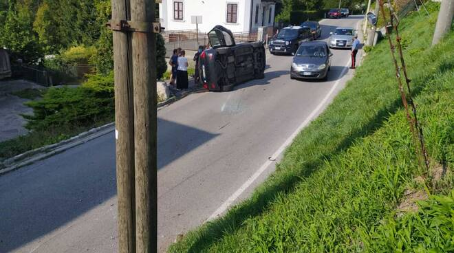 incidente san fedele intelvi, auto ribaltata