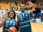 pallacanestro cantù vittoria su Varese derby supercoppa italiana