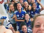 ragazze como femminile festeggiano con selfie spogliatoi di perugia