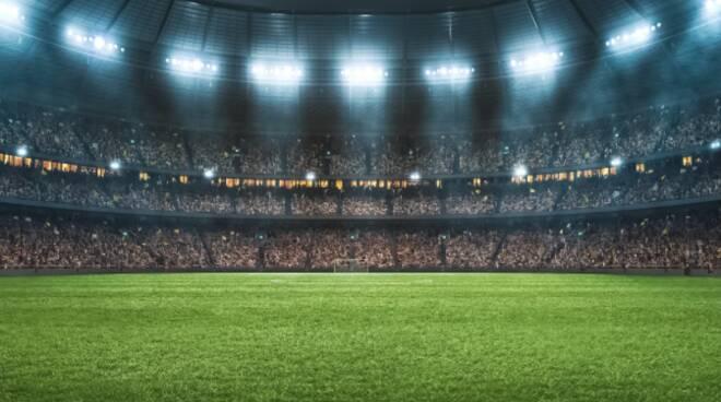 stadio con pubblico generico per riapertura stadi dopo covid