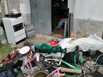 blitz polizia locale cantù box con vario materiale sotto sequestro