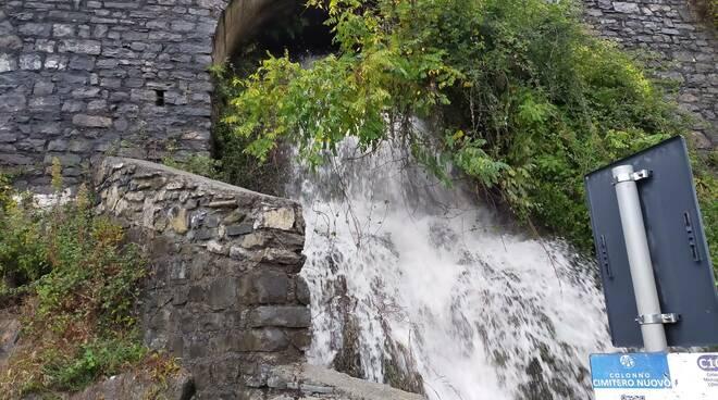 cascata colonno e statale regina chiusura per sassi