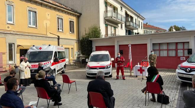 inaugurazione nuovi mezzi della cri di cantù con raccolta fondi pallacanestro