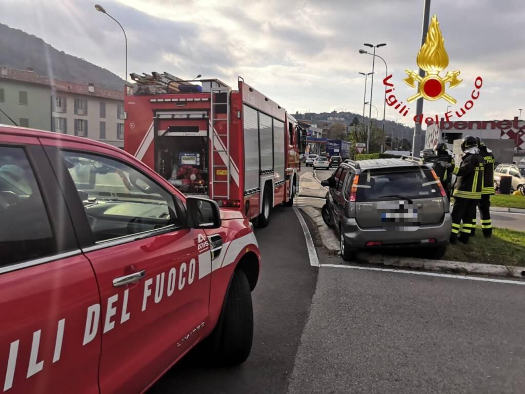 INCIDENTI DI OGGI A TAVERNOLA E VALMOREA auto nel burrone