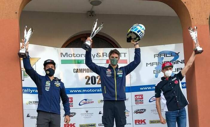 jacopo cerutti vince motorally podio premiazione