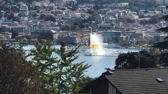 Quasi come una fontana nel primo bacino del lago di Como: guardate qui....
