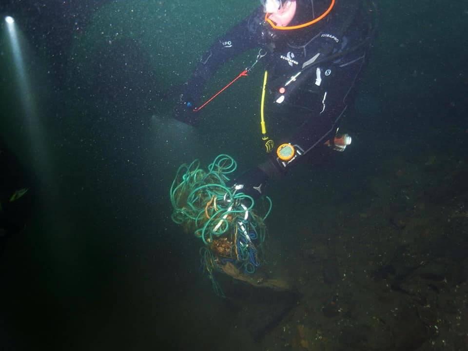 Recupero reti abbandonate nel lago di Como con i sub di Bibo