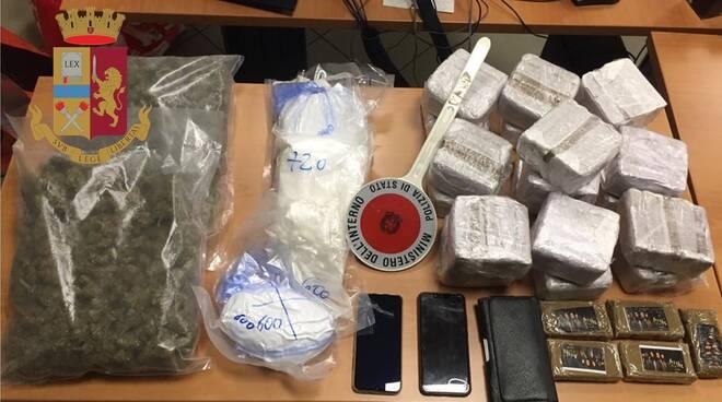 arresto per droga in auto ed a casa polizia a monte olimpino
