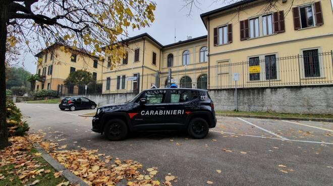 carabnin ieri erba auto piazzale caserma