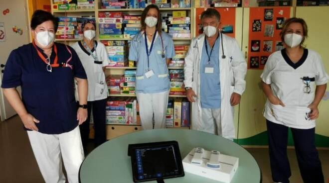 donazione sonda ecografica al sant'anna da una coppia apparecchi e selicorni