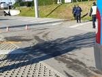 Grave schianto ad Albavilla, furgone fuori strada e poi nel parcheggio