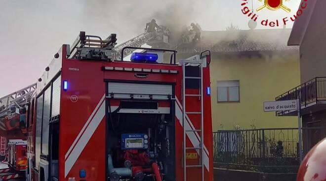 incendio tetto surriscaldamento canna fumaria vertemate pompieri