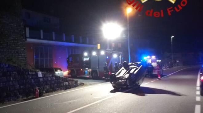 incidente laglio auto ribaltata strada