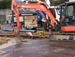rottura tubo acquedotto piazza vittoria como operai al lavoro