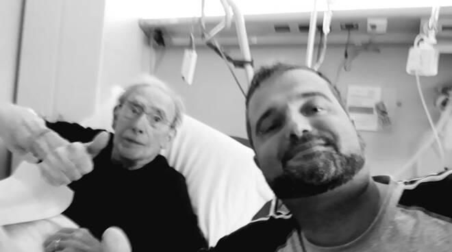 sindaco capiago cappelletti selfie con compagno di stanza reparto covid