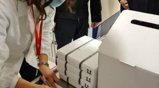 arrivo nuove fiale vaccino anti covid sant'0anna fiale pacchi, box con ghiaccio